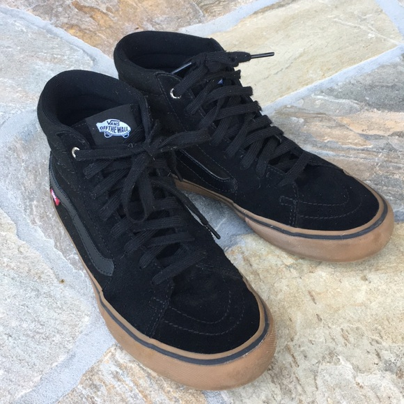 92615a8041de44 Men s Vans SK8-HI PRO suede black gum 7.5 high top.  M 5a5a240b077b97e45863232f